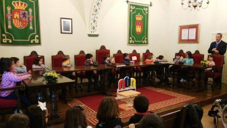 visita CEIP Los Arcos al Ayuntamiento de Malpartida de Cáceres