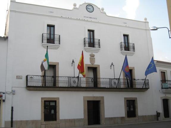 Fachada del Ayuntamiento de Mapartida de Cáceres