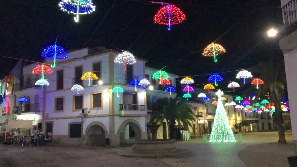 Alumbrado navideño, paraguas LED en Malpartida de Cáceres