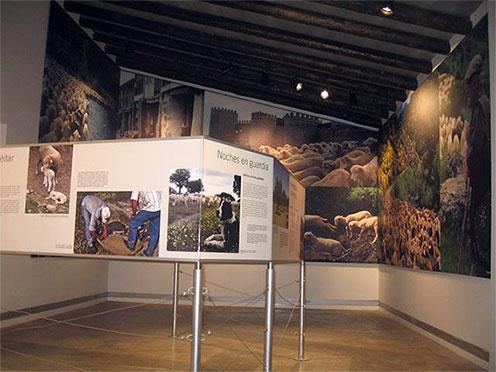Centro de trilhas. Área de exposição.