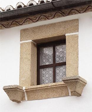 Window with alpoyatas